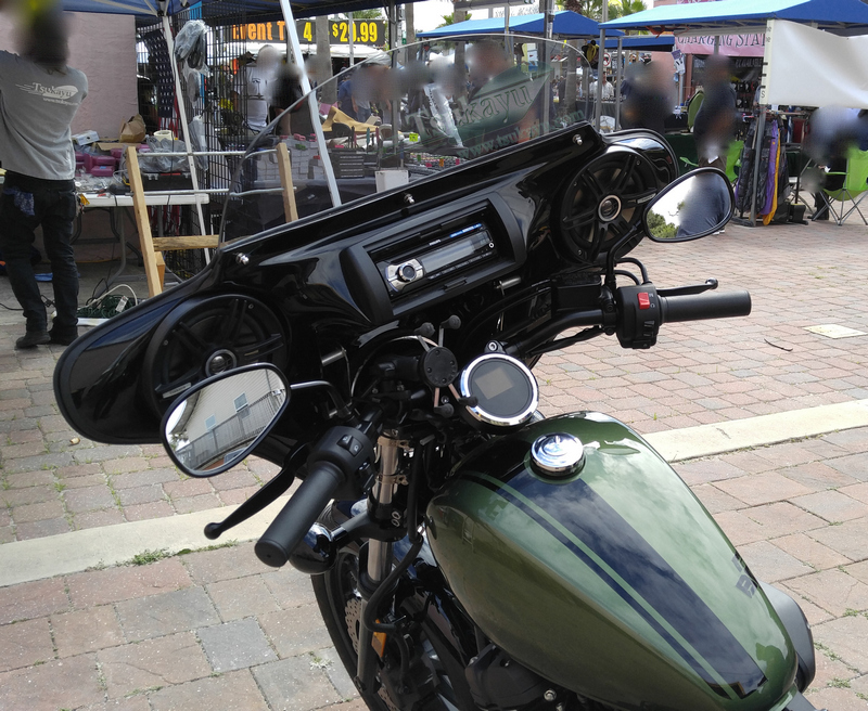 Harley Davidson Deluxe >> Tsukayu Fairing, Hard Saddlebags and Touring Trunk